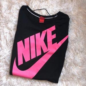 Nike Sz M Quarter Sleeve Black and Pink Top EUC